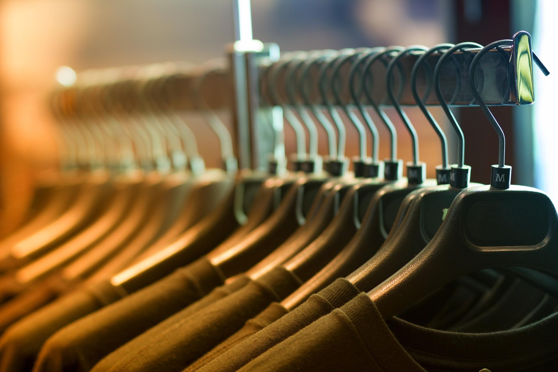 Uitdelen kleding en materialen aan leiders/trainers